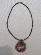 貝とガーネットのネックレス